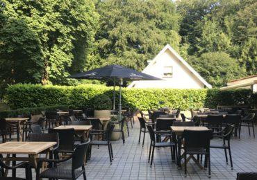 Terras van het restaurant in Breda Bos